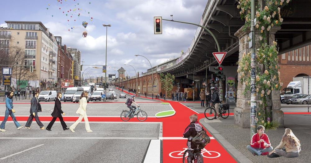 Kreuzung Warschauer Straße mit Bordstein-Inseln, die den toten Winkel minimieren und Abbiege-Unfälle verhindern können (Foto: Wibke Reckzeh, Bearbeitung: Rabea Seibert)