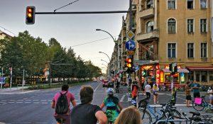 Wiedereröffnung: Berlin verwandelt Warschauer Straße in eine Autobahn